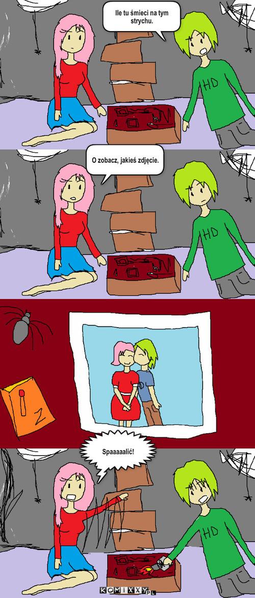 Zdjęcie z przedszkola – Ile tu śmieci na tym strychu. O zobacz, jakieś zdjęcie. Spaaaaalić!
